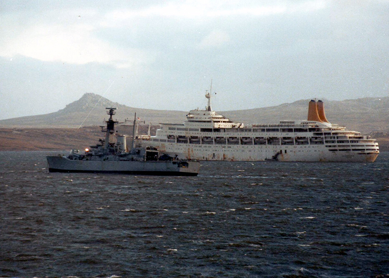 Canberra (right) with HMS Andromeda during the 1982 Falklands War.
