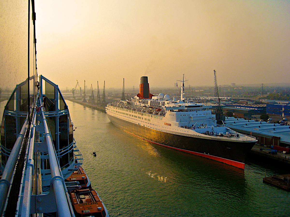 Queen Elizabeth 2, Southampton, April 2008