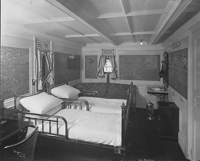 018-First Class Passenger Cabin