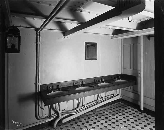024-Four Sinks in Bathroom