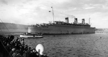 Troopship Queen Mary, Sydney-Featured